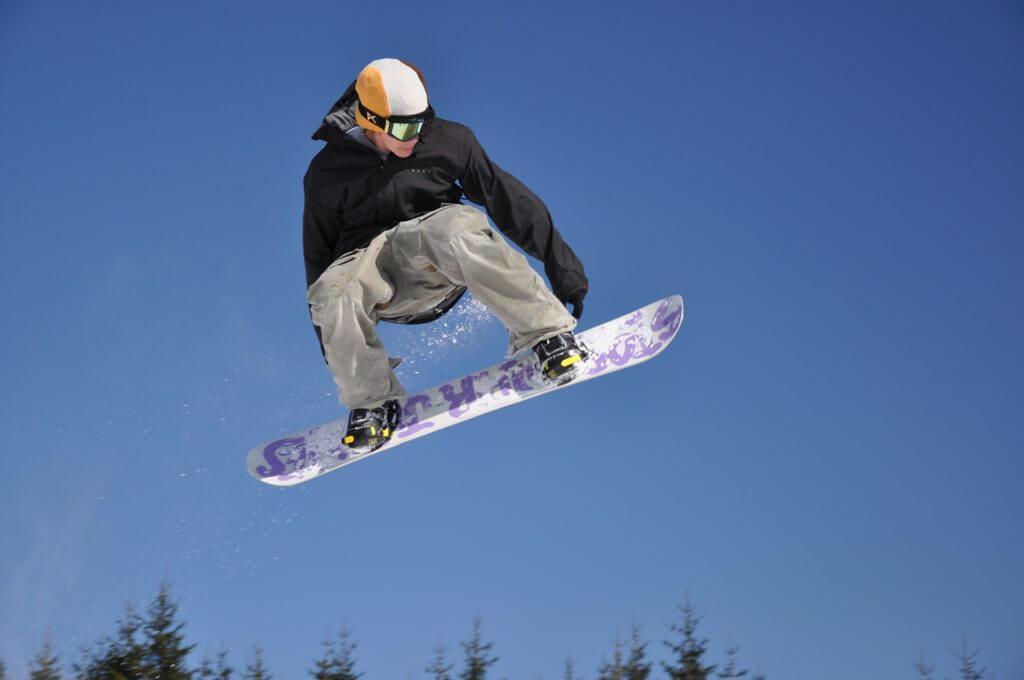 スノーボードウェアでメンズに人気は?おすすめのおしゃれスノーボードウェアも紹介!