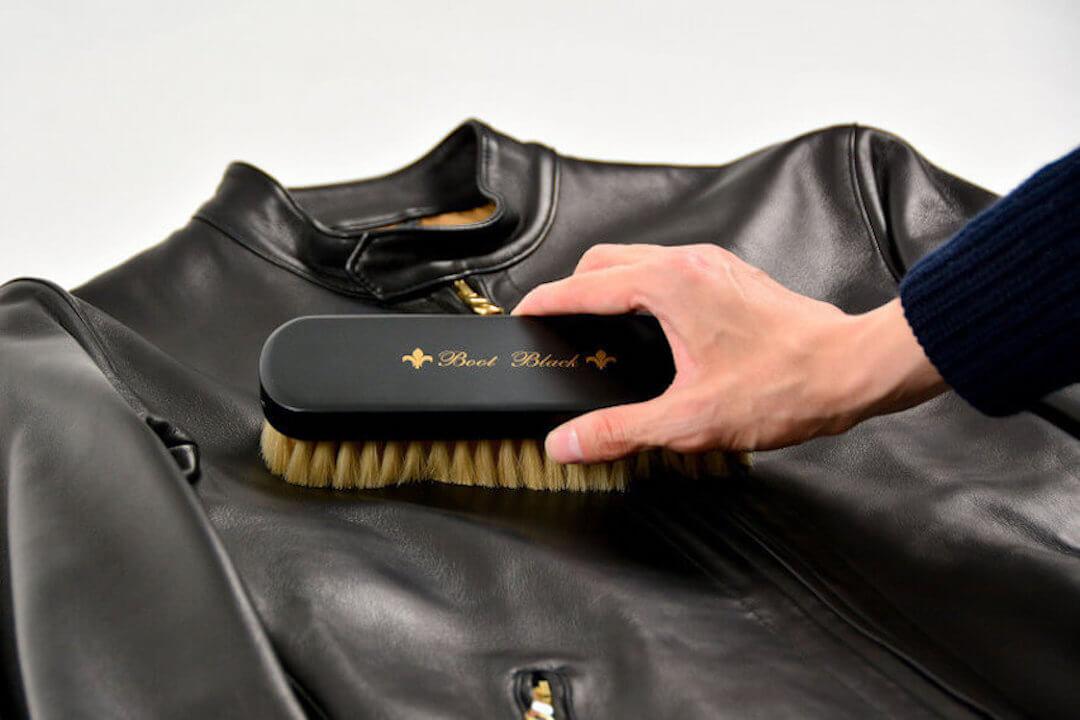 レザージャケットの手入れの方法!ブラシなどの手入れセットや保管方法を紹介!